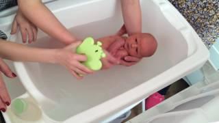 Maitê Mansani Basso - primeiro banho em casa - dado pela tia Fran - 04