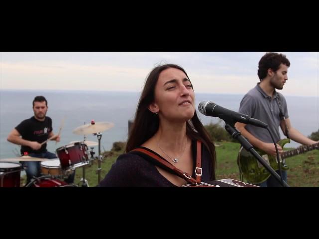 """Videoclip de """"Aldapan gora"""" de Huntza."""