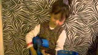 Toñita cantando Corazones de Miguel Bosé y Ana Torroja