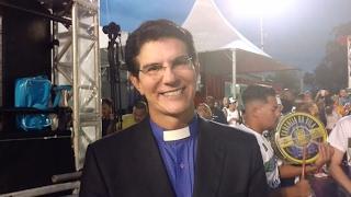 Padre Reginaldo Manzotti homenageia Aparecida no Carnaval de São Paulo 2017