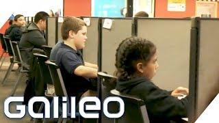 Büro statt Klassenzimmer: Diese Schule bereitet auf den Berufsalltag vor | Galileo | ProSieben