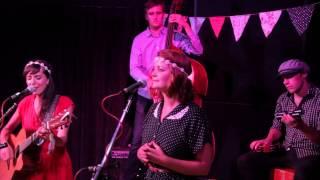 Swan Sisters - I Adore You - Live @ Orange Studios