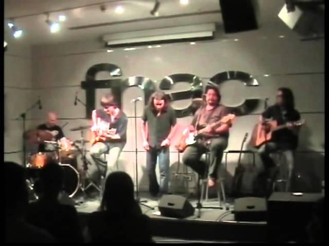 Sol Lagarto dando un concierto en Fnac Barcerlona.