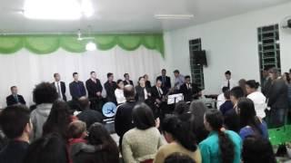 Grupo Labareda de fogo  da igreja Monte Sinai Pentecostal de Mandaguaçu louvando a Deus o fogo caiu
