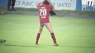 Aksi Lucu Pemain Sepak Bola