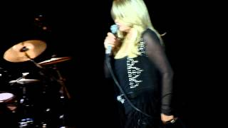 Bonnie Tyler - It's A Heartache (Live in Crocus City Hall, Moscow, 04.03.2012)