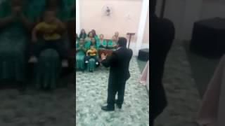 Um Trecho do Louvor Continue dando Glória do CD Santificação Denis Lima