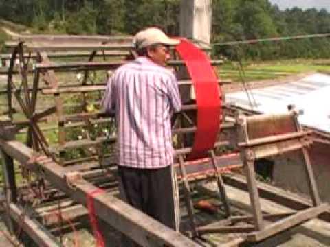 Warp master, Dil Bahadur, measuring red sari warp 2