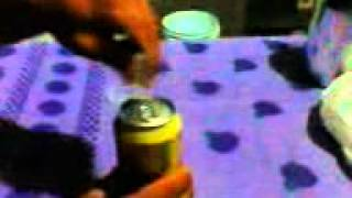 Abrindo uma lata de cana 51