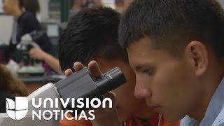Tres jóvenes hispanos sueñan con tener un título profesional en Estados Unidos