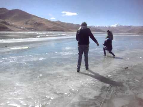 01 Prof. Juan Lázara en lagos congelados en Tibet.MPG