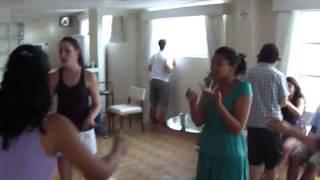 Galera dançando Sandy e Junior - DIG DIG JOY