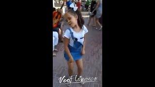 Niña gitana bailando con mucho arte! | VEOFLAMENCO