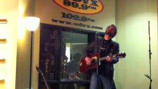 "Stephen Simmons performs ""C'mon World"" on Tennessee Shines on WDVX"