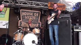 Viet Cong drummer plays with one hand at SXSW