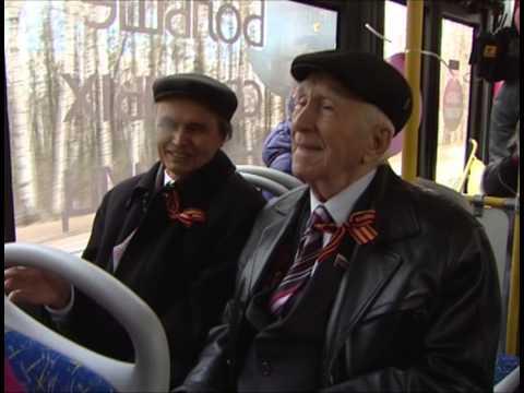 Уфимские ветераны вспоминали о Великой Отечественной войне в «Читающем троллейбусе»