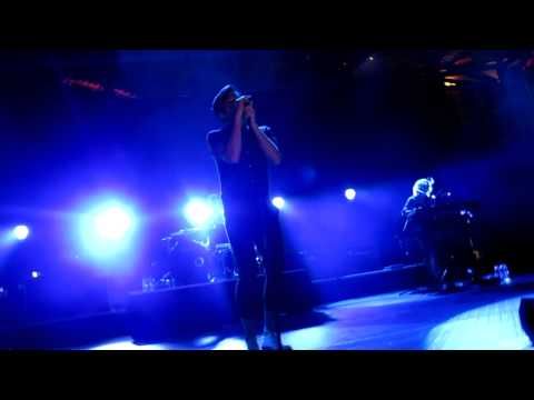 fun-out-on-the-town-intro-live-in-singapore-front-row-hd-shesacontradiction