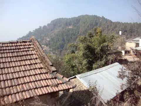 100 Prof  Juan Lázara viajando en techos de micros por Nepal