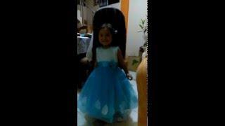 Alexa y su vestido de princesa