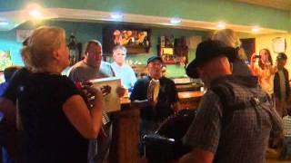 Portuguesiña - Os Revirados en Canción de Tasca Espasante