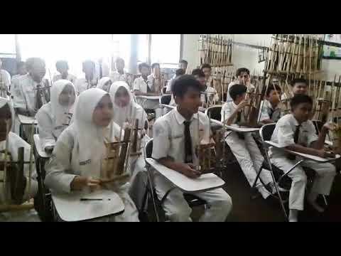 ANGKLUNG SMP WH 1 SURABAYA