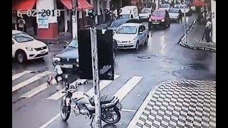 Criança de 4 anos sai sozinha de escola e quase é atropelada em Pouso Alegre