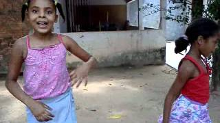 as meninas na dança do kuduro