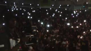 DJ Arafat en prestation pour le concert D'MHD au Palais de la Culture.