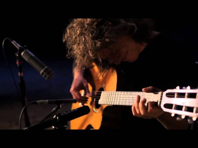 Video de And I Love Her (The Beatles) cantada por Pat Metheny
