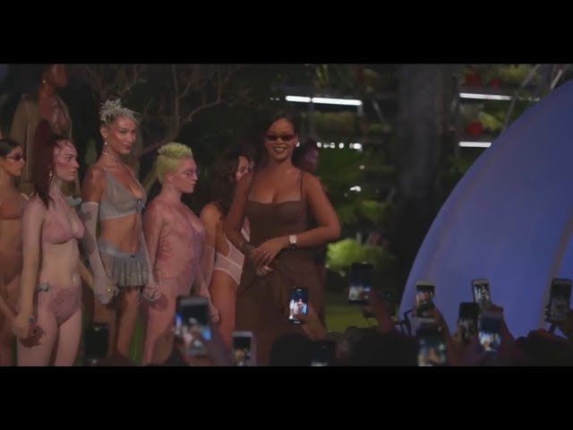 Rihanna closes fashion-week with her lingerie collection!