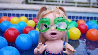 Baby Alive Minha Boneca Dia na piscina 👙💦 de bolinhas !! CookieKids BrinquedoNovelinhas em Portugu