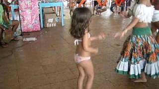 Anna Clara dançando Carimbó