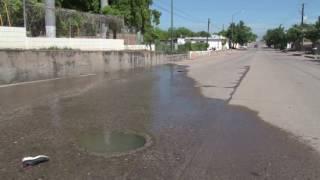 fuga de drenaje por la calle 14 en la Díaz Ordaz