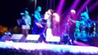 Merve Özbey vazgeçtim harika bir ses :)