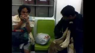 el diablo del quizas tocando en el metro de la cd de mexico