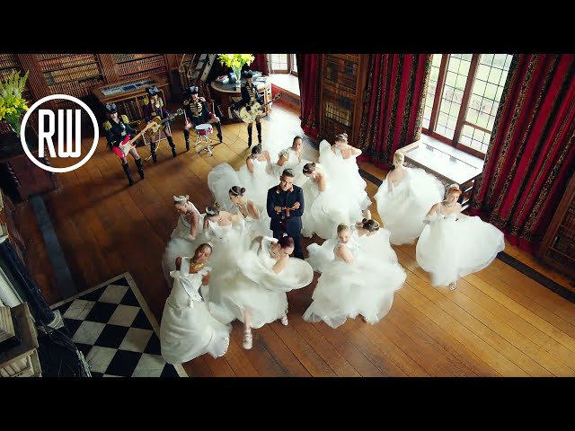 Video oficial de Party Like A Russian de Robbie Williams