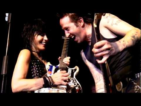 joan-jett-and-the-blackhearts-acdc-and-everyday-people-tulsa-2012-hd-hq-universe369
