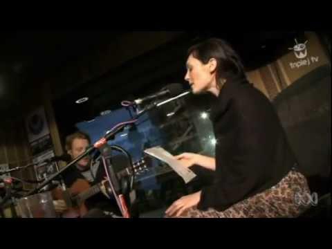 sarah-blasko-hey-ya-outkast-cover-triple-j-like-a-version-loungeroomlizzard