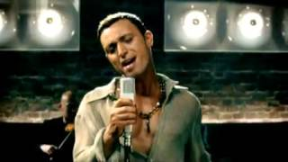 Mustafa Sandal featuring Gülcan performing: Moonlight - Official Video