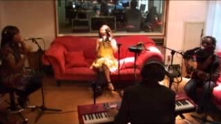 Rebecca Ferguson - Glitter & Gold (live @ Roodshow)