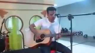 Kyne - Meraihmu live accoustic at cimahi mall