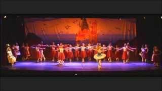 """""""O Quebra Nozes na Terra de Sonhos"""" - Escola Municipal de Ballet de Joinville"""