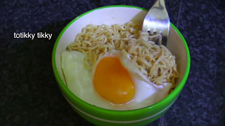 Instant Noodle with Sunny Side Up Egg : Thai Food Part 17 : How to Make Thai Food at Home