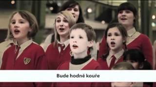 Dětský sbor zpíval v nákupním centru sprosté koledy, pomáhal tak rodičům   Novinky cz