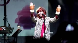 "Carly Rae Jepsen ""Good Time"" Live"