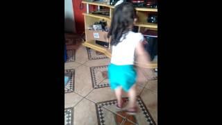 Kamilly dançando novinha vai no chão 2016