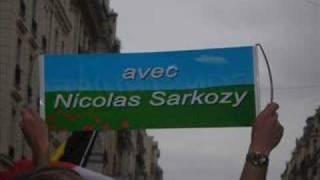 BRAVO SARKO: JEAN-LUC CRUCKE A PARIS