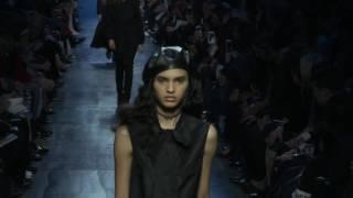 Lo nuevo de Christian Dior: looks monocolor y el azul parisino