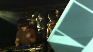 Noisia - Contact(ft. Foreign Beggars) Live
