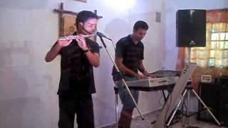 Flautista tocando Shimbalaiê - Maria Gadu ACESSE www.musiCasamento.com.br